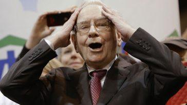 Warren Buffett's Buys Gold, DUMPS 1:4 of Wells Fargo 61% of JPMorgan Chase, and ALL Goldman Sachs